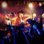 「@-Live.026-Parede scene-」@渋谷DESEOではイベントの幕開けとなるにふさわしい実力派&個性派のバンドの枠にとらわれないアーティストが揃い会場を盛り上げた。