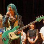 「こころに、まっすぐ、コマラジ♪」をキャッチフレーズに狛江に新たにコミュニティFM「狛江FM」(コマラジ)が誕生。創設者の一人が、AURAのMarble。同FM局の開局式と公開録音の模様をレポート!!